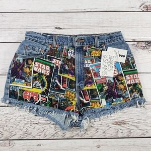 Spikes and seams Levi's womens cut off shorts 32